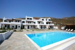 Yakinthos Residence - Mykonos Rooms & Apartments with a swimming pool