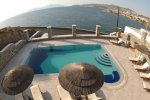 Petinaros Beach Studios - Mykonos Rooms & Apartments with a jacuzzi